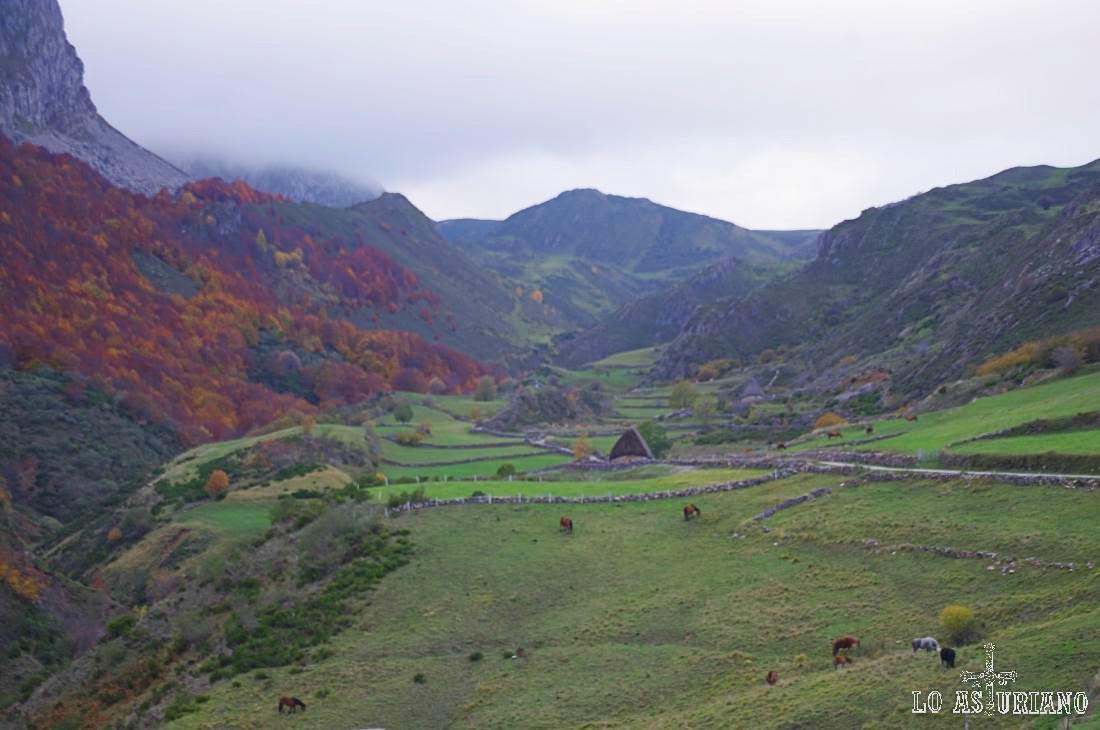 El alto la Baba y el valle del río Trabanco: precioso paisaje en Somiedo, Asturias.