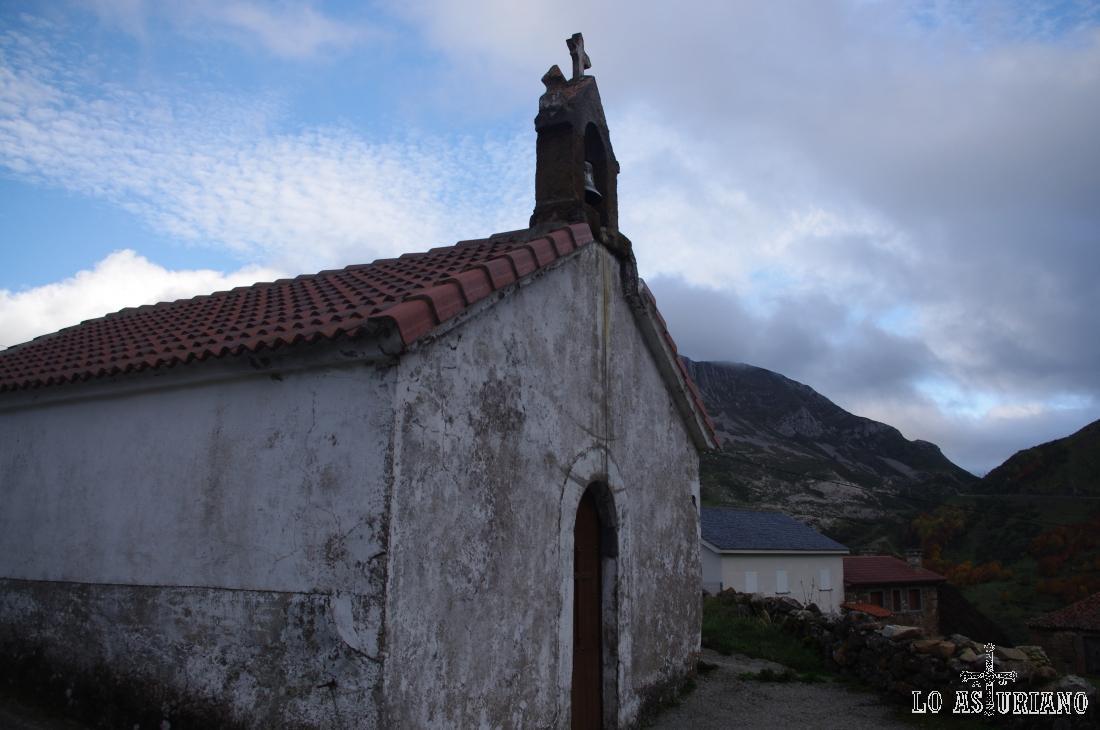 Ermita de San Lorenzo en La Peral, Somiedo.