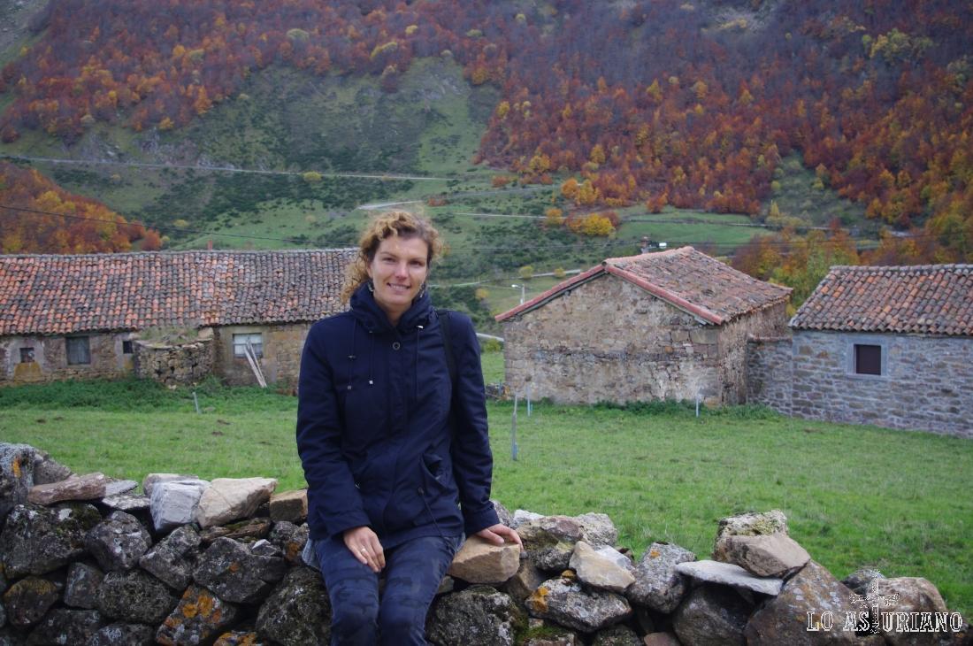 Tranquilamente, en el idílico pueblo vaqueiro de La Peral, en el maravilloso Somiedo.