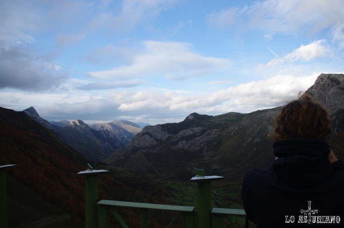 Vistas desde el mirador del Príncipe de La Peral, en la parte alta del valle de Somiedo.