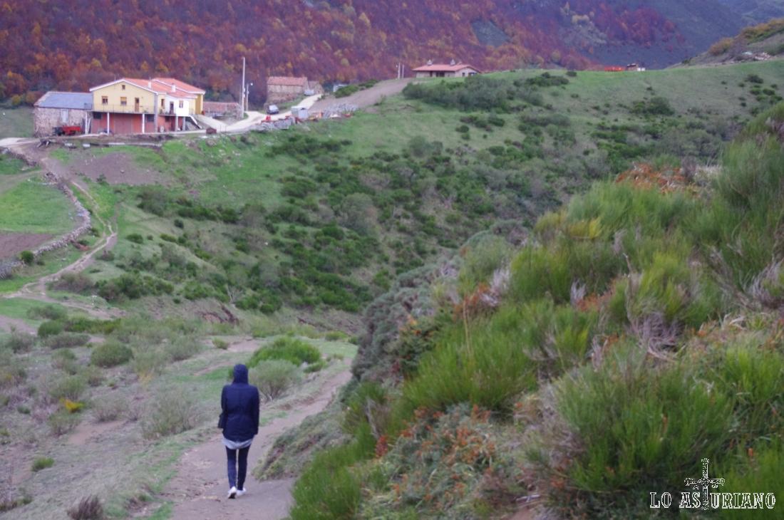 Casas del maravilloso pueblo de La Peral, en las últimas estribaciones de la sierra del Páramo, en pleno valle de Somiedo.