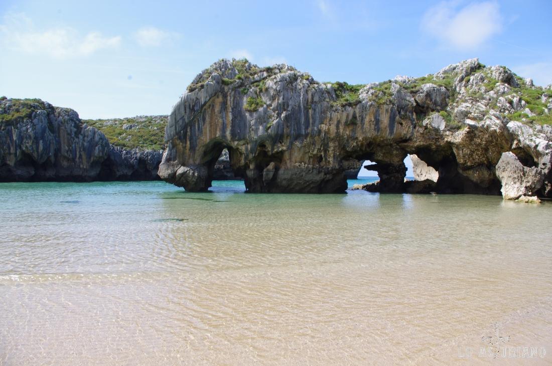 Playa de las Cuevas del Mar, Llanes.