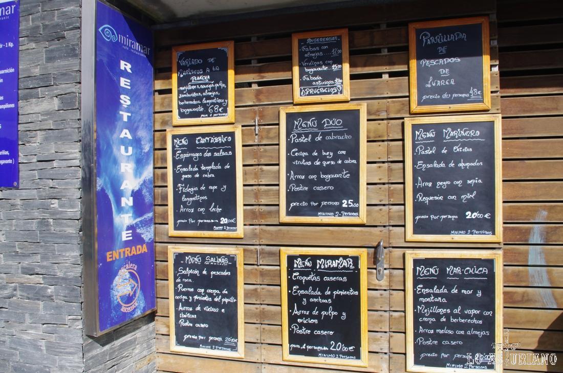 En la calle del muelle de Luarca, tienes muchos restaurantes, donde comer bien y disfrutar del magnífico puerto.