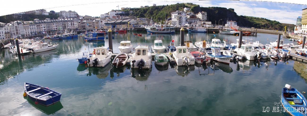 Panorámica del puerto de Luarca, en Valdés, concejo del occidente asturiano.