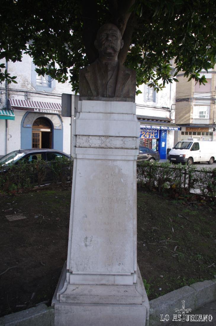Monumento a Ramón Fernández Asenjo, obra de Aniceto Marinas, inaugurada en 1927.