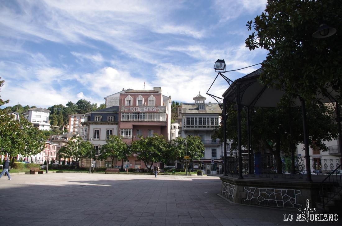 Plaza Alfonso X el Sabio, en Luarca.
