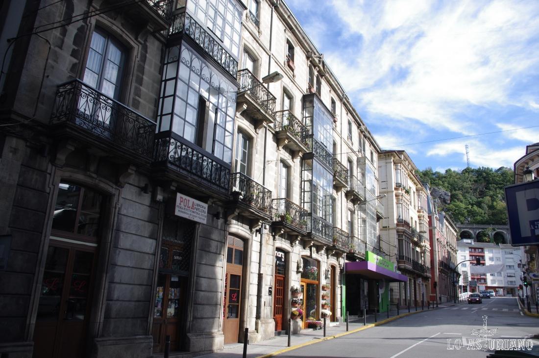 Calles en Luarca, capital del concejo de Valdés.
