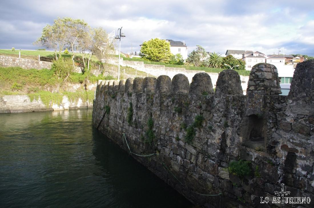 Precioso dique de piedra en Puerto de Vega, Navia.