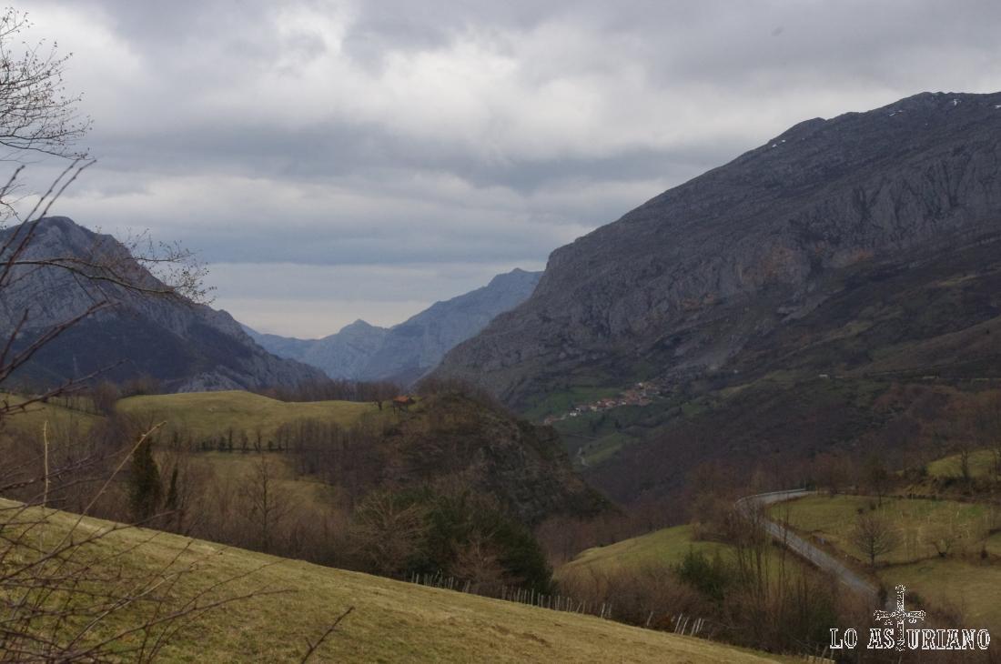 Villa de Sub, conocida también por su escuela de escalada, y las peñas características del entorno.