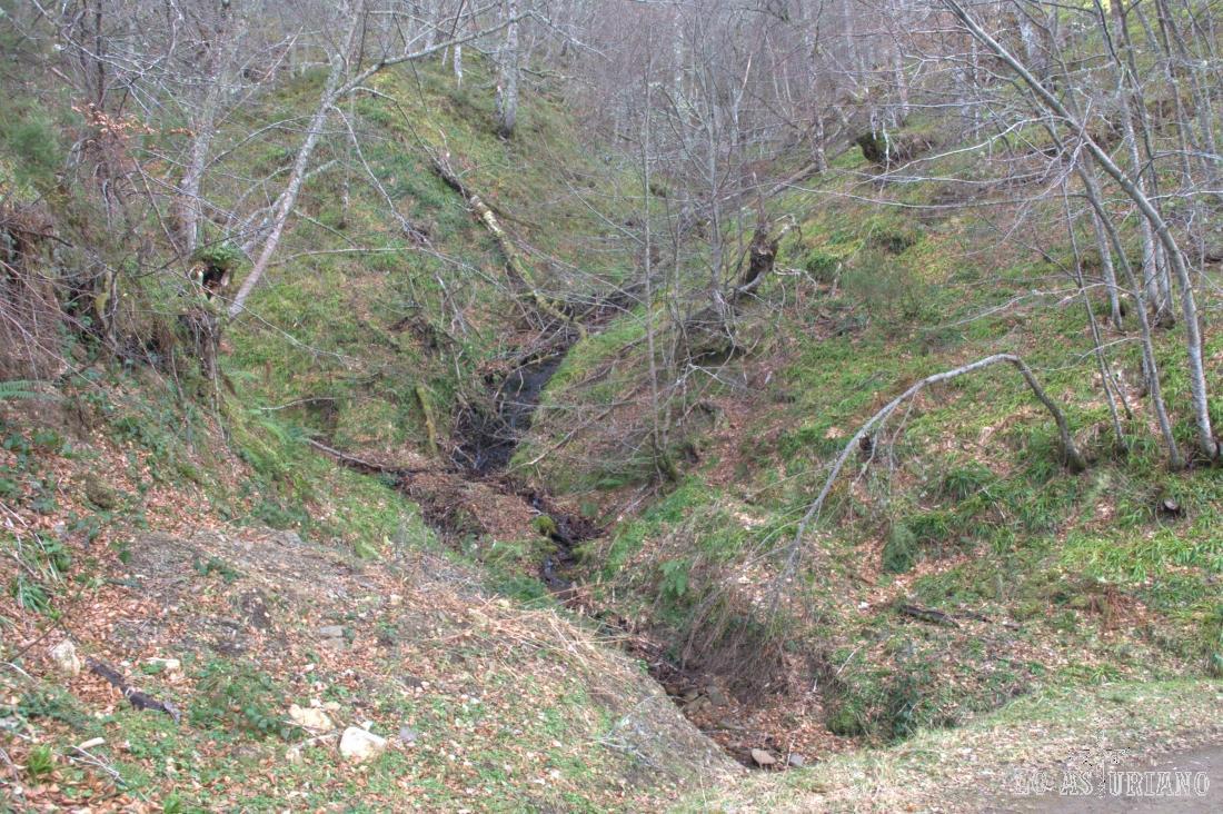 Lástima que los regatos estaban secos! Luego la cascada, eso si, estaba en todo su esplendor, como ya veréis.